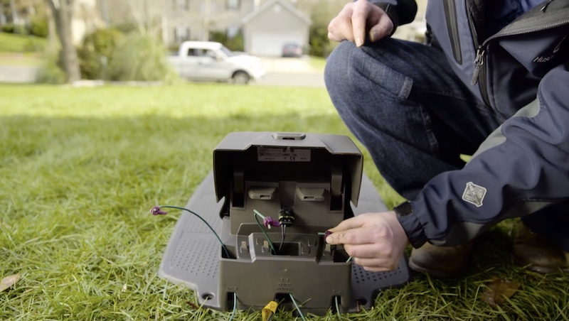 Husqvarna 405x review: connecting the wires to the base unit